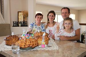 Marinela Lugoj -Sarbatoreste Pastele Acasa in Phoenix cu Familia