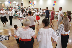 Lets dance moldavian hora